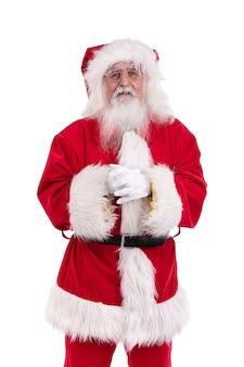 Santa claus die zich tegen witte muur bevindt