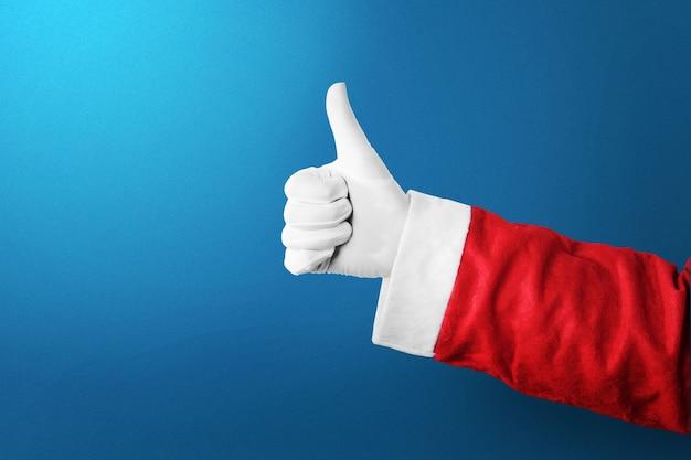 Santa claus-hand die duimen omhoog gebaar toont