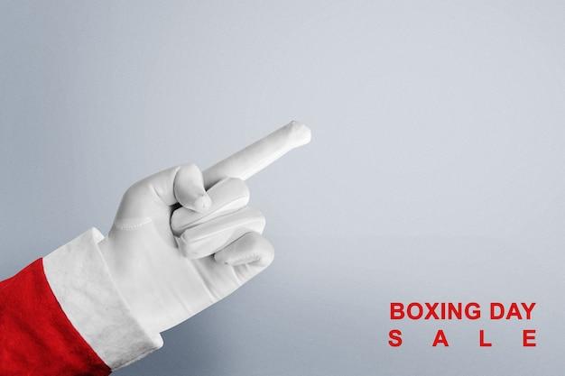 Santa claus-hand die iets met de tekst van de tweede kerstdag op witte achtergrond richt. lege ruimte voor exemplaarruimte