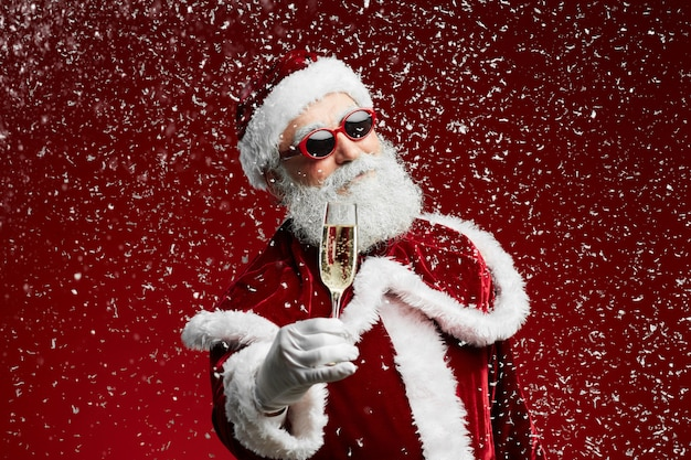Santa claus roosteren op kerstmis