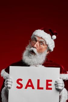 Santa holding verkoop teken