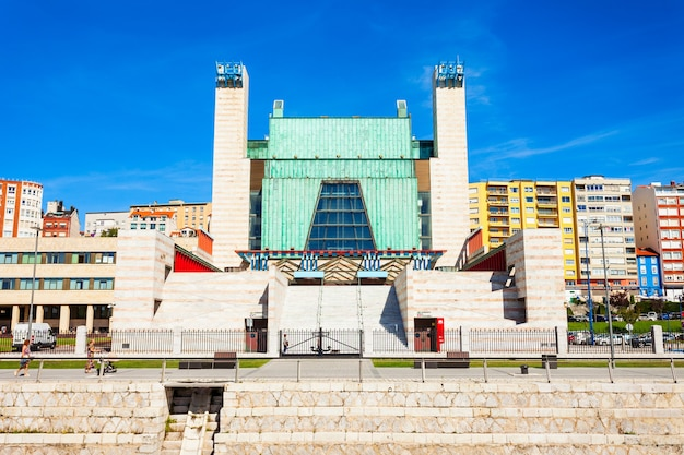 Santander, spanje - 27 september 2017: paleis van festivals of palacio de festivales de cantabria in de stad santander, regio cantabrië in spanje