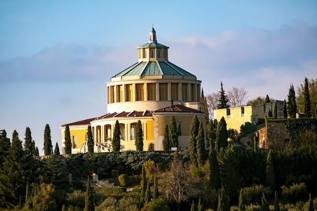 Santuario della madonna di lourdes in verona, italië