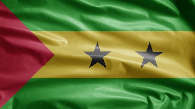 Sao tomeaanse vlag zwaaien op de wind. saint thomas en prince blazen gladde zijde