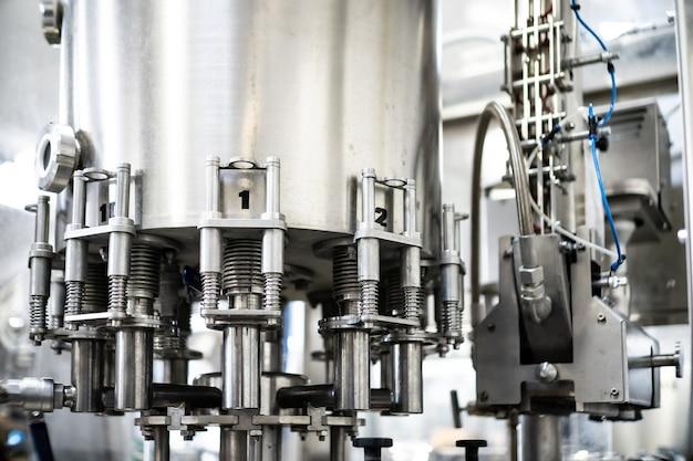 Sap maken, fabrieksdrankproductie, industriële sapblikken verpakking laboratoriumvervaardiging