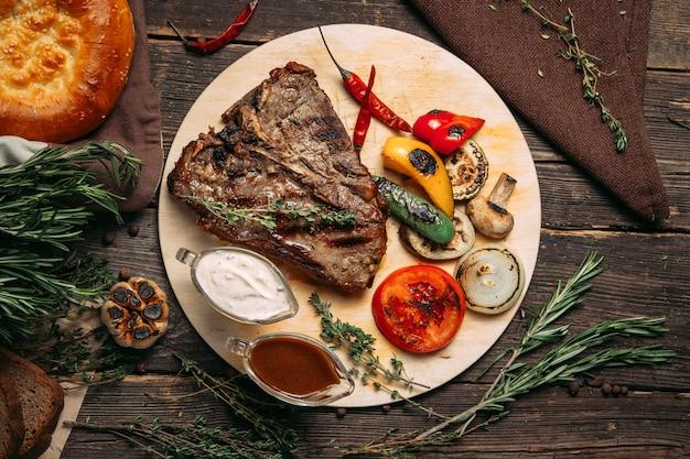 Sappige biefstuk met gegrilde groenten