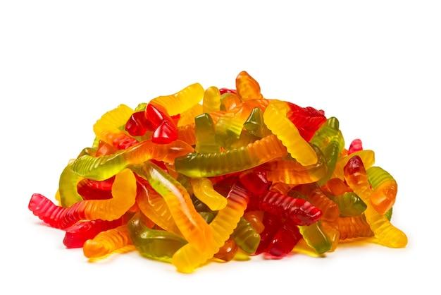 Sappige kleurrijke geleisnoepjes. gummy snoepjes. slangen.