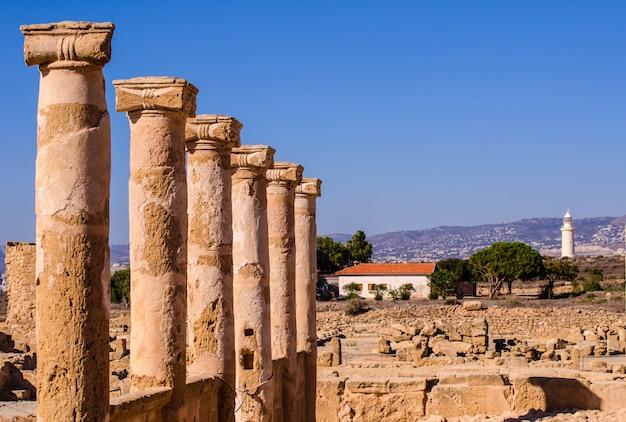 Saranta kolones of forty columns castle is een verwoest middeleeuws fort in het paphos archaeological park op cyprus