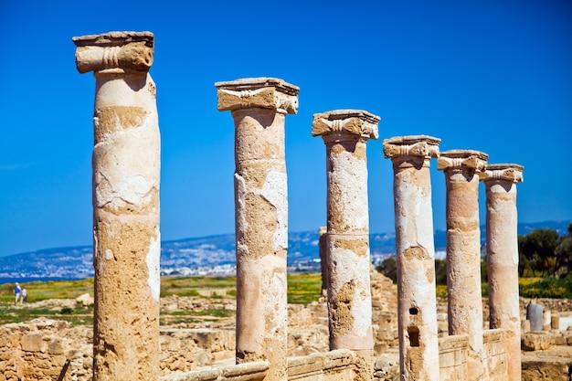 Saranta kolones of forty columns is een verwoeste vesting in het archeologische park van paphos op cyprus