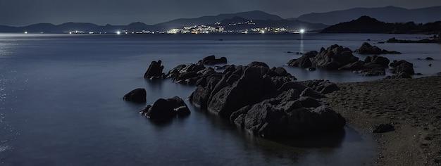Sardinië strandnacht, bannerafbeelding met kopieerruimte