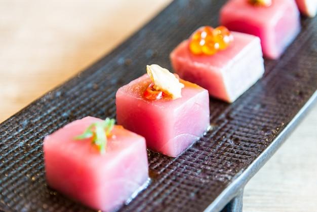 Sashimi diner rode japan wit