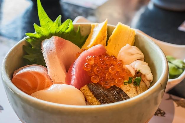 Sashimi rijstkom (kaisen don)