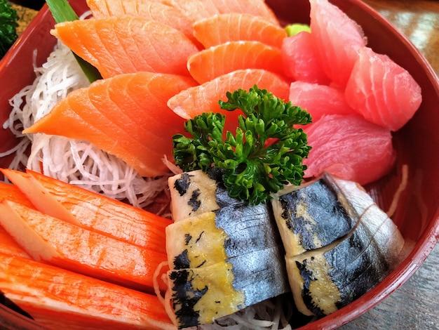Sashimi set, zalm tonijn saba en alaska krabstick