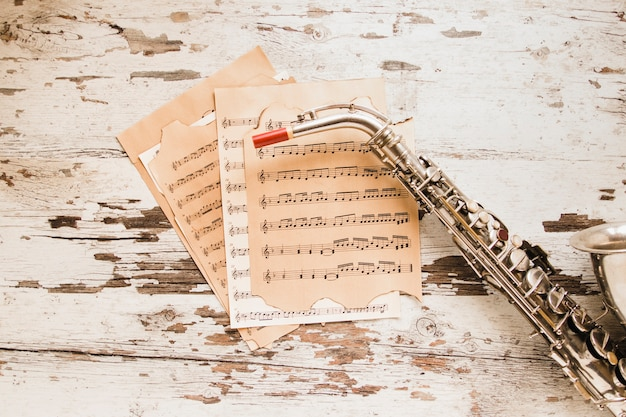 Saxofoon en bladmuziek