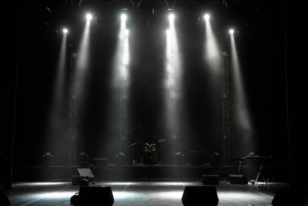 Scène, podiumlamp met gekleurde schijnwerpers en rook