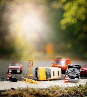 Scène van auto's (miniatuur, speelgoedmodel) ongeval op straat. verzekeringsconcept.