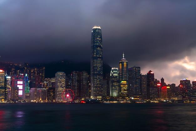 Scène van de victoria harbour in hong kong.