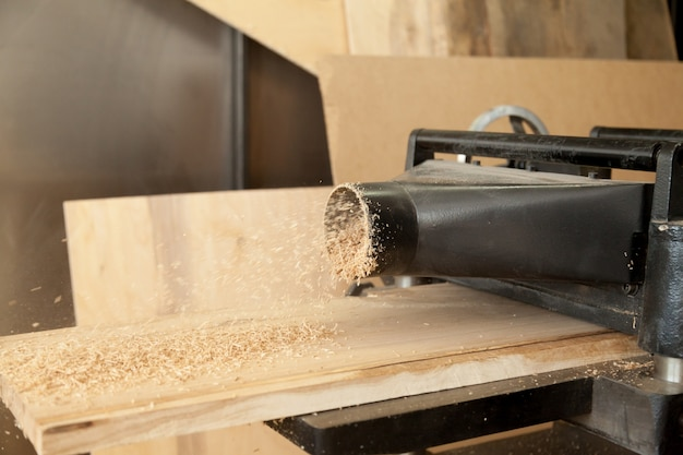 Schaafmachine verminder de houten plankdikte