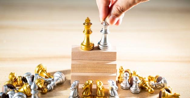 Schaakbord is het intelligentiestrategiespel om ideeën voor bedrijfs- en marketingconcepten te maken, de succesideeën zijn de drijvende kracht achter het bedrijf om het doel te bereiken en het voordeel boven de concurrentie te behalen.