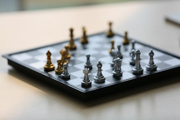 Schaakbordspel concept van zakelijke ideeën en concurrentie en stratagy plan succes betekenis