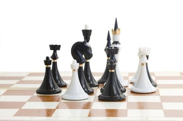 Schaakmat witte ridder verslaat zwarte koning close-up