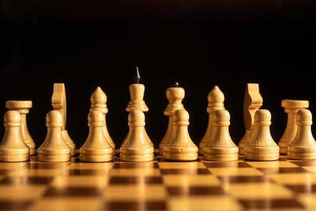 Schaakspel spelen. cijfers op het schaakbord.
