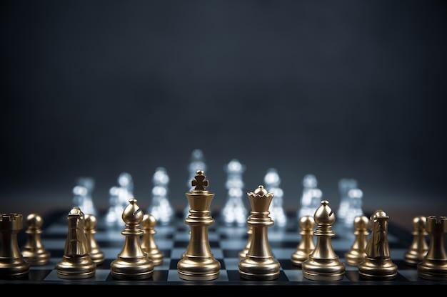 Schaakteam op schaakbord concept van business strategisch plan