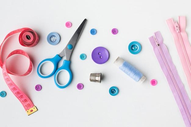 Schaar fournituren kleurrijke accessoires