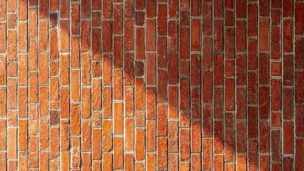 Schaduw op oude rode bakstenen muurachtergrond. - textuur.