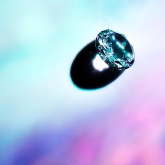 Schaduw van een glanzende diamant op gekleurde achtergrond