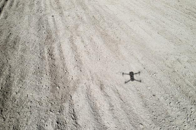 Schaduw van een quadrocopter op de grond