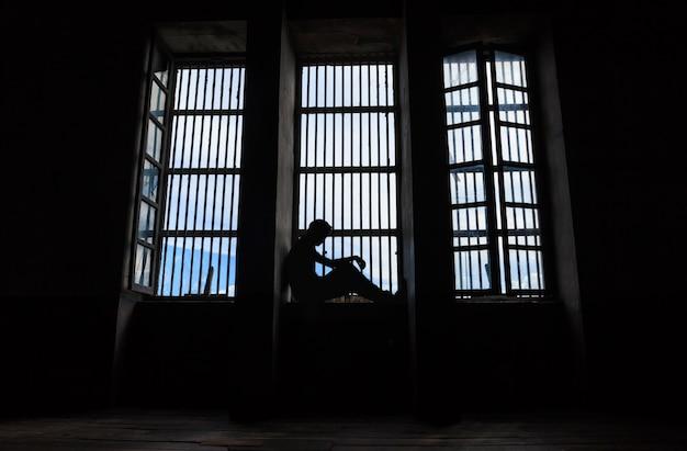 Schaduw van mannen die gevangen zaten