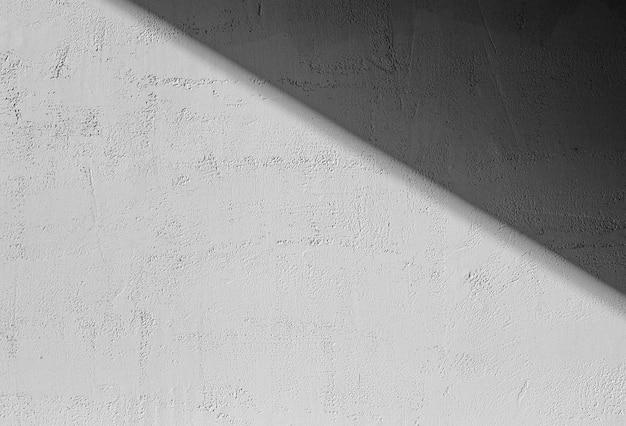 Schaduwen op een grijze betonnen muur