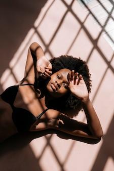 Schaduwen over een sociale sjabloon voor sensuele zwarte vrouwen