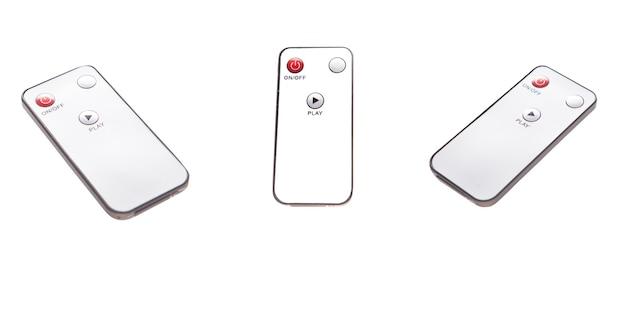 Schakel audio luidspreker stereo in met afstandsbediening geïsoleerd op een witte achtergrond. slimme afstandsbediening voor digitaal geluidssysteem
