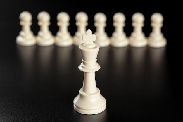 Schaken bedrijfsconcept, leider en succes.