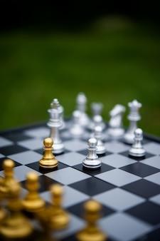Schaken, bordspellen voor concepten en prijsvragen en strategieën voor ideeën voor zakelijk succes