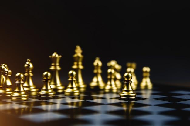 Schaken die uit de lijn kwamen concept van business strategisch plan en teamwork.