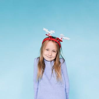 Schattig klein meisje winter gekleed