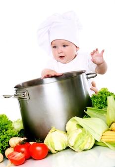 Schattige baby chef-kok met groenten