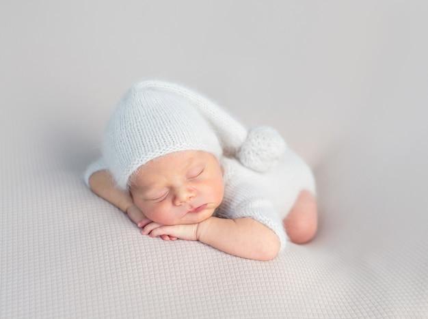 Schattige baby zoet slapen