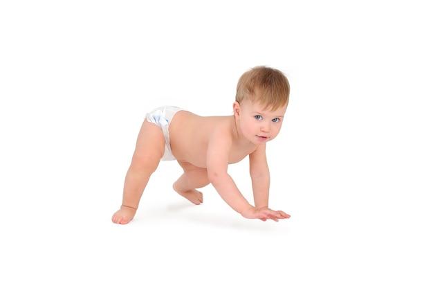 Schattige babyjongen op witte achtergrond