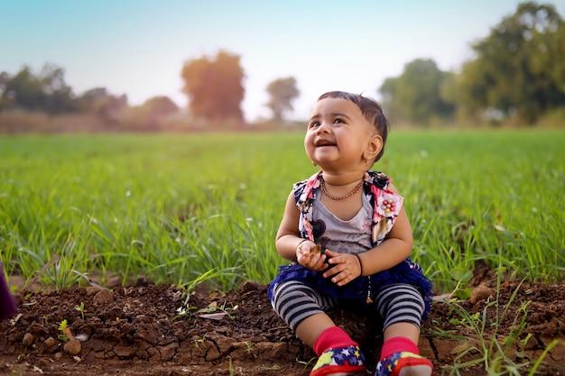 Schattige indiase babymeisje