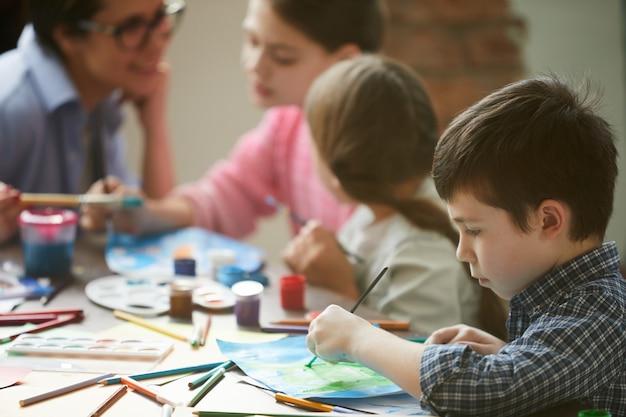 Schattige jongen schilderij