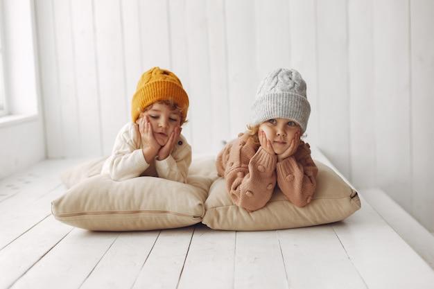 Schattige kinderen plezier hebben