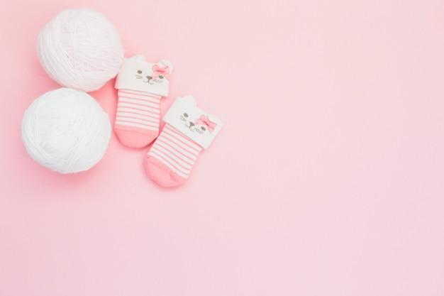 Schattige kleine sokken en wol