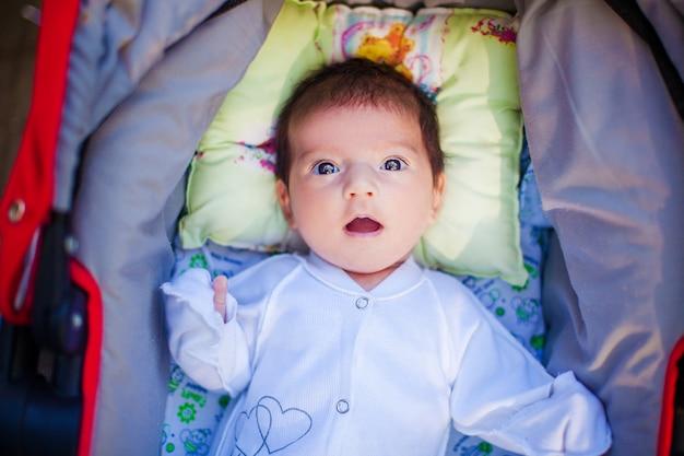 Schattige mooie pasgeboren baby