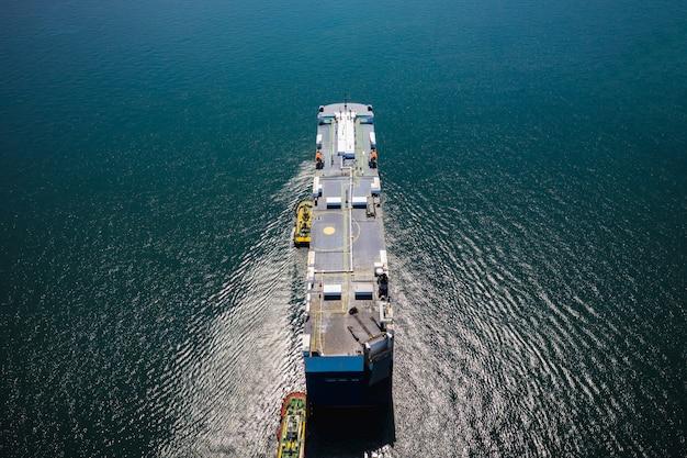 Scheepvaart olietanker en petrochemische industrie import en export internationaal door de oceaan