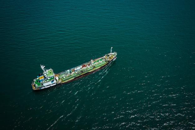 Scheepvaart olietanker en petrochemische industrie import export internationaal door de oceaan