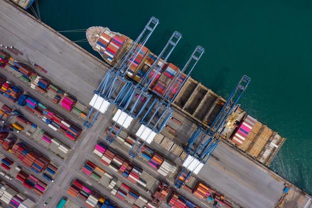 Scheepvaarthaven en verzending container vracht logistiek zakelijke diensten import export internationaal